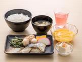 朝食(盛付例)/Breakfast(Japanese Set Meal)