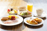 朝食ビュッフェ / A buffet style breakfast (Japanese and Western style)